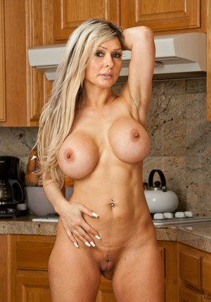naked hot muscle moms